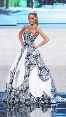 Miss Universe 2012 National Costumes: Slovak Republic