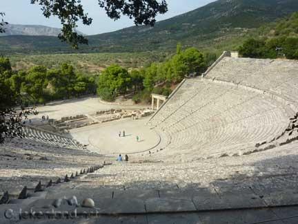 Het mooiste amfi theater van Griekenland Epidaurus op de Peloponnesos in Griekenland.