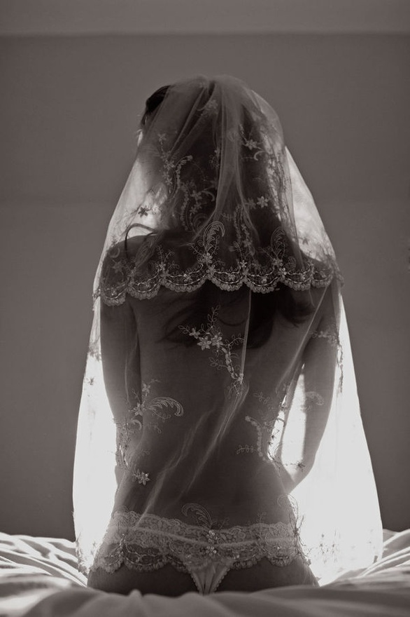 cute picture to take for the groom with you covered in your veil ;) #wedding