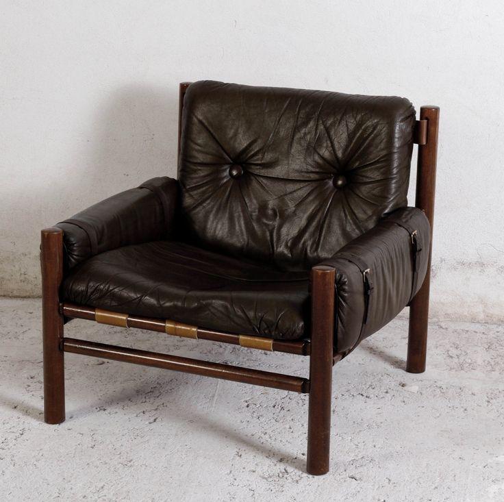 Grunnleggeren av Lom Møbler (senere Lom Møbelfabrikk), Ivar Opsvik, designet denne flotte safari-inspirerte stolen på slutten av 70-tallet/begynnelsen av 80-tallet. Det er en stol som er proppfull av morsomme detaljer som innfestinger, snorer, spenner med videre, så her bør du absolutt bla deg gjennom hele billedgalleriet! Stolen består av en enkel ramme pluss spiler i tre. En canvasduk er fest...