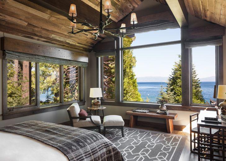 великолепный деревянный дом у озера т