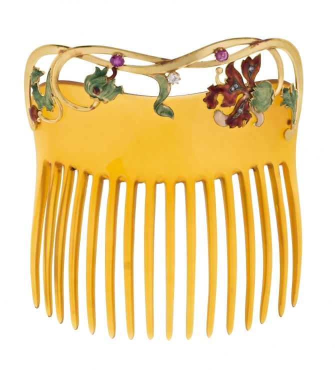 """Masriera Brothers, gold and jeweled comb, around 1902 Gold, basse-taille enamel, old brilliant cut diamond, 0.05 cts, rubies round probably galalith size. With original box. Reference literature: """"Els Masriera"""", 1996, p.101, n.102."""