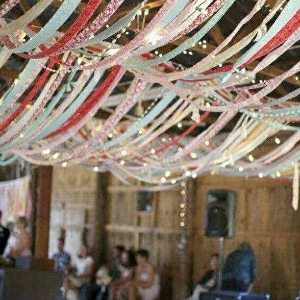 ribbons and twinkly lights... love!