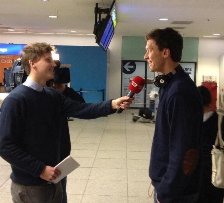 EHF Cup-Reise nach Kopenhagen - Niklas Landin gibt die ersten Interviews noch am Gepäckband