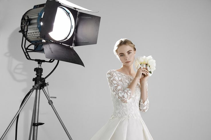 JOSEPHINE: Ball gown in silk organza with long sleeves and bodice in guipure lace