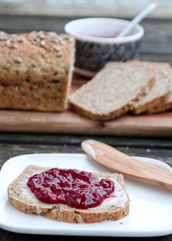 En av de mest populære brødoppskriftene på bloggen er Sissels grovbrød fra 2010. Oppskriften har jeg fått fra Sissel, som i tillegg til å bake dette brødet til familien sin, også baker og serverer …