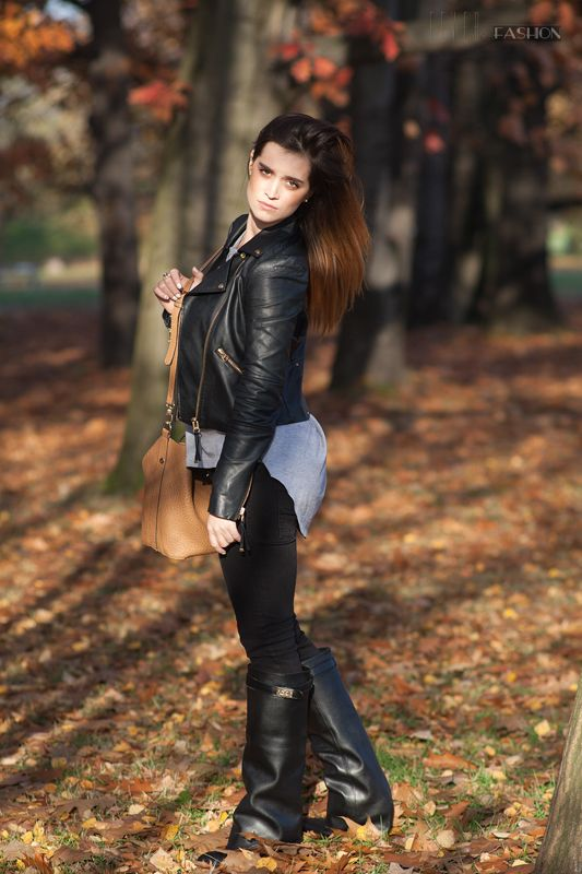 Piękna, polska, złota jesień. Tylko u nas takie cuda. Dziś Aneta z bloga Fancy Icon wraz z jej chłopakiem i pieskiem Miją podbijają Pole Mokotowskie.  Podoba wam się stylówka Antety? Czy macie jakieś swoje ulubione sety na spacer po parku?