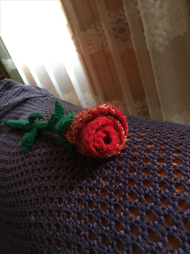 crocheted rose Gehäkelte Rose  If you want to purchase anything, please contact me on fb; I will custom make your order. Wenn du etwas kaufen willst, bitte kontaktiere mich auf fb; ich werde deine Bestellung nach Wunsch anfertigen. https://www.facebook.com/GerlyRoseDesign/