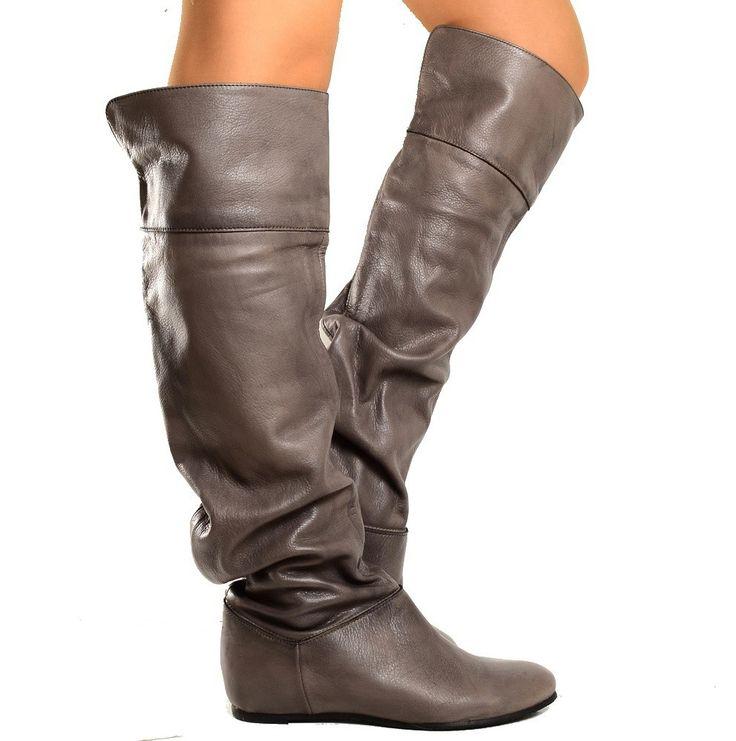 Stivali donna cuissardes al ginocchio in pelle Grigia con risvolto. Fashion cavallerizza a tacco basso, per un'allure davvero glam-rock. Made in Italy.