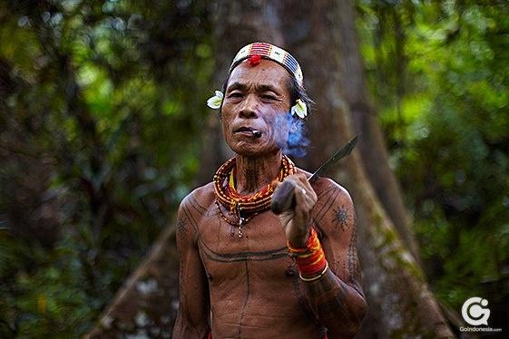 Suku Mentawai mempunyai tradisi tato tubuh yang konon paling tua di dunia ini, lebih tua daripada tradisi tato yang berkembang di Mesir dan Amerika Latin.
