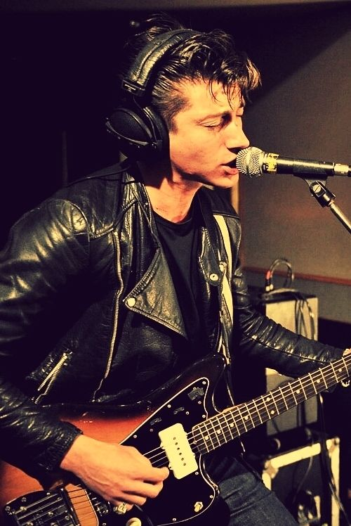 whatever people say i am, that's what i'm not #arcticmonkeys Alex Turner, the lead singer from the Arctic Monkeys