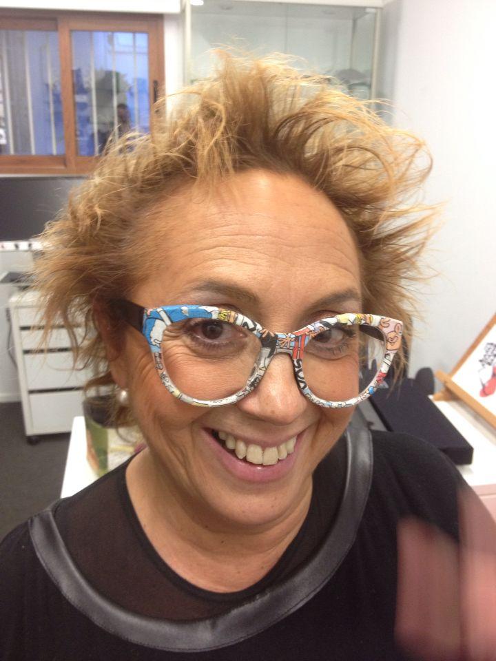 Paper & Paper Eyewear Asun Oliver con modelo Come On OUT Comic #paper #comic #alternative #design #frames #eyewear #sunglasses www.paperandpapereyewear.com