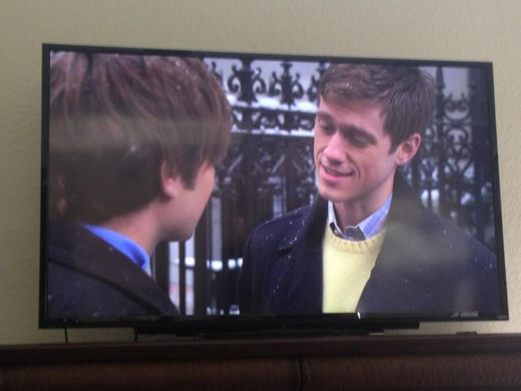 aaron tveit as trip van der bilt....why so cute aaron?  and of course the top button is undone...as it should be :)