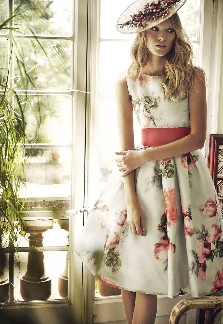 Vestidos de fiesta, vestido medio sin hombros con pamela, imagen colección 2016 Matilde Cano