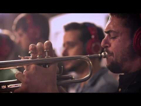▶ Snarky Puppy feat. Magda Giannikou - Amour T'es Là (Family Dinner - Volume One) - YouTube