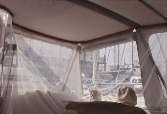 . Avis du propriétaire du bateau Taud de camping intégral avec fenêtre ouvrante sur l'avant pour ce Super Maramu basé à Port-Camargue. Cette petite ouverture permet de parler avec les équipiers situés à l'avant lors d'une entrée au port ou d'apporter...