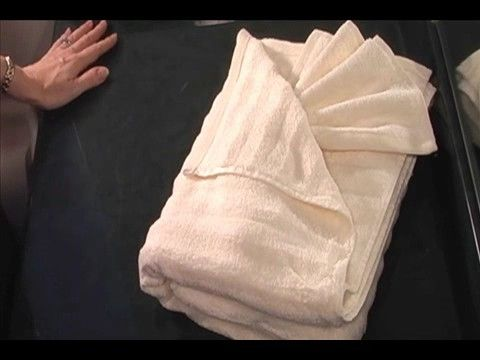 How to fold your clothes and laundry bathroom towels for Bathroom towel decorative folds