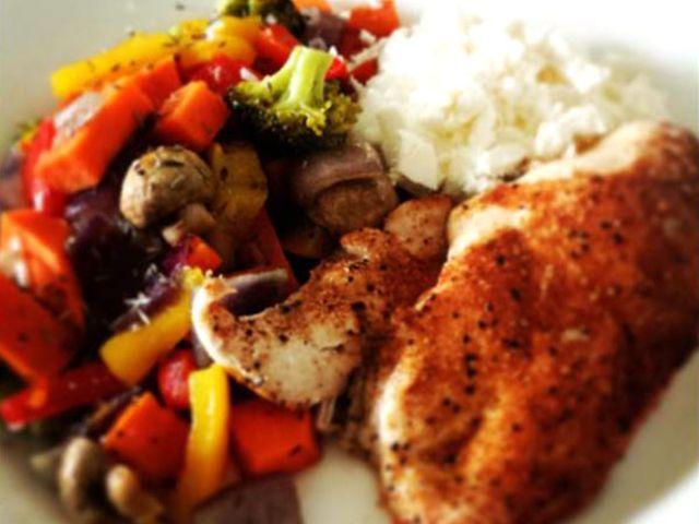 Grillad kycklingfile med ugnsrostade grönsaker och fetaröra (kock Michael Angress)