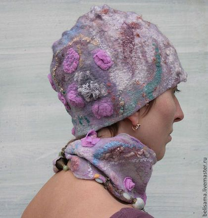 Купить или заказать Шапочка и шарфик 'Цветение. Зимнее утро' в интернет-магазине на Ярмарке Мастеров. Зиме вопреки Вырастают из сердца Бабочки крылья (Басё) _____________ Шапочка из шелка и шерсти в комплект к шарфику-колье. Шапочка сваляна в технике нуно-войлок из шерсти и шёлка с различными волокнами для валяния: шелковые волокна, вискоза, непсы шерстяные, синтетическое волокно ан(д)желина (angelina), сари-банан, распушенные коконы шелка. Очень комфортная шапочка на не сильные морозы.