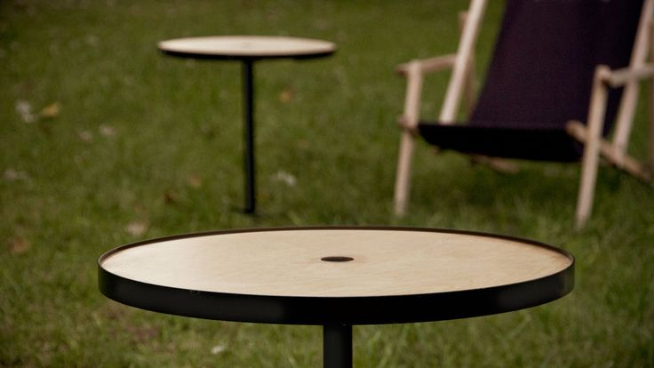 Kafka - Studio Robot - The table can be knocked in the ground such as grass and sand. The tabletop is made of high quality plywood and metal frame. It can be used as a tray, which helps us to prepare the meal inside and take it outside. Then we place the tray on the leg, previously sticked in the ground. The table can be demounted fast and easily.