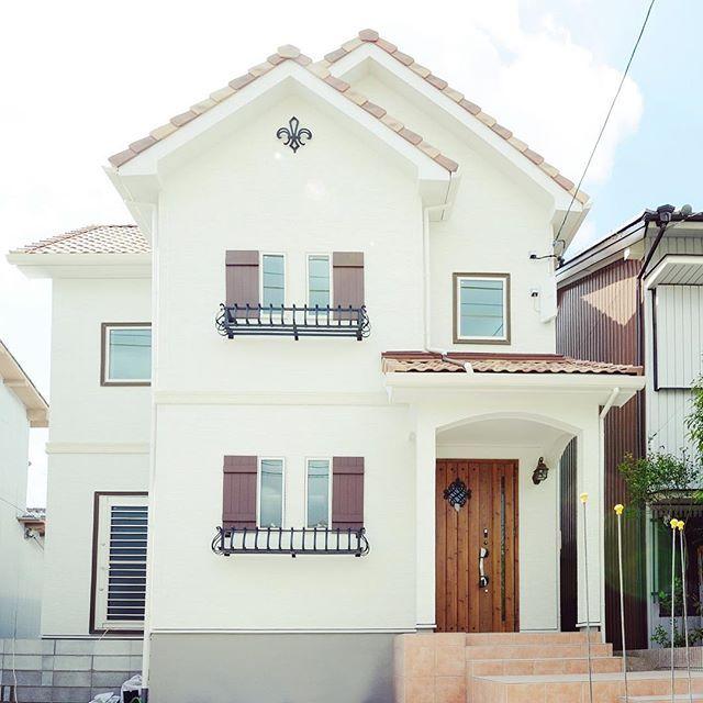 プロヴァンス風の家にアメリカ製の飾り戸を使う理由 住宅 外観 南