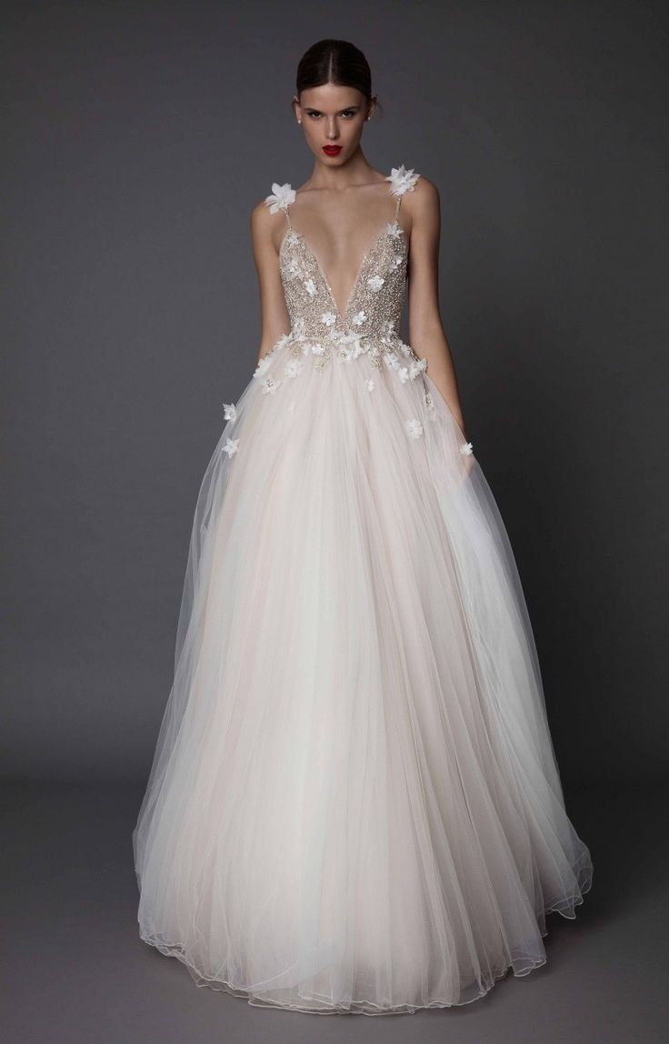 Amazing 10 wonderful brands of wedding dresses to say yes in all majesty! -…