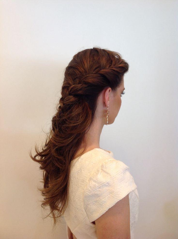 Trança lateral e cabelo solto