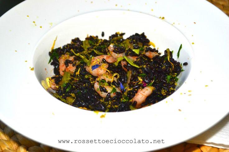 riso venere con gamberi zucchine e pistacchi