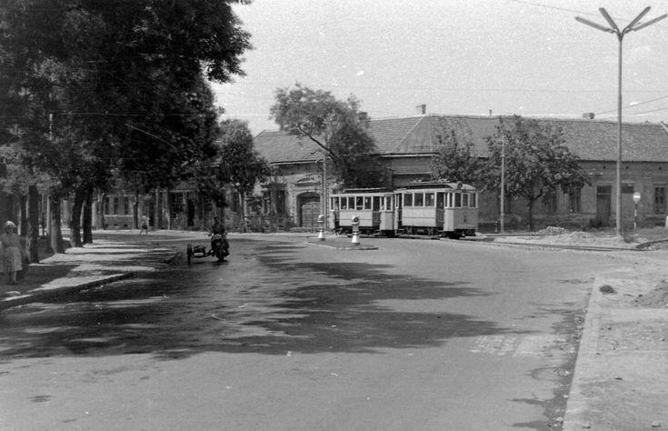 Szent Anna utca (Béke útja) az Attila térnél.