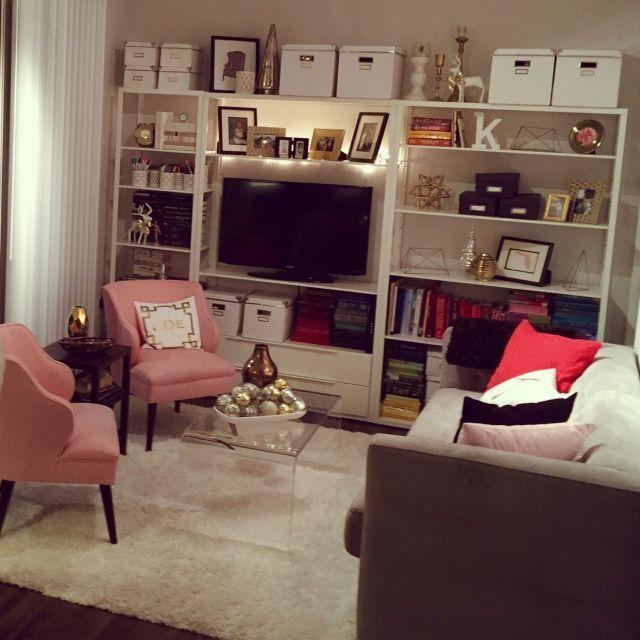 KelletteJaxさんの、棚,本棚,IKEA,DIY,living room,ピンク,bookshelf,White,ホワイト,Shelf,Pink,金,gold,tablescape,のお部屋写真
