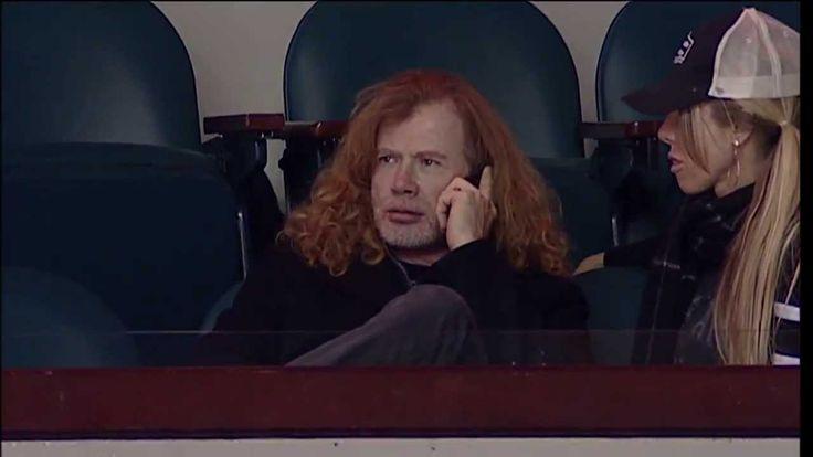 Dave Mustaine en partido de Hockey