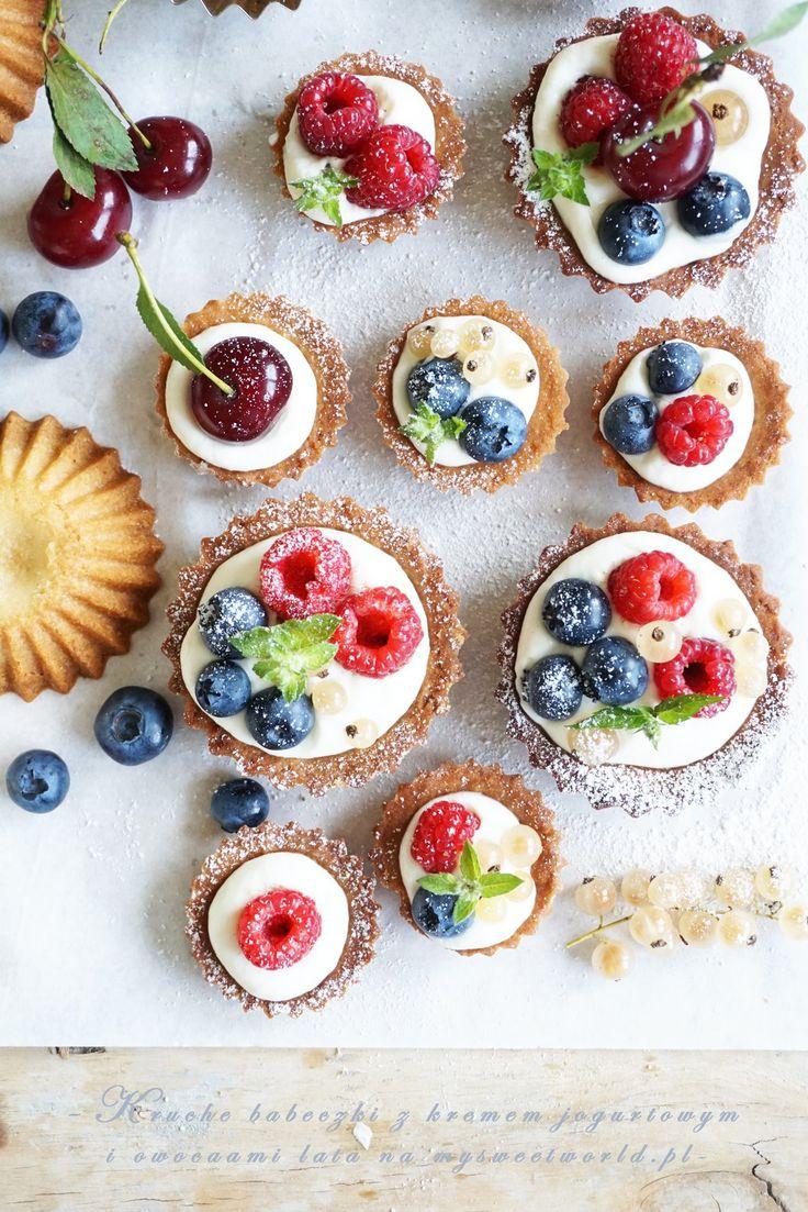 Kruche babeczki z kremem jogurtowym i owocami lata || mysweetworld