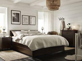 Struttura letto, cassettiera e comodini, tutto in marrone – IKEA
