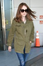 Julianne Moore was spotted as she arrived at JFK from LA http://celebs-life.com/julianne-moore-spotted-arrived-jfk-la/  #juliannemoore