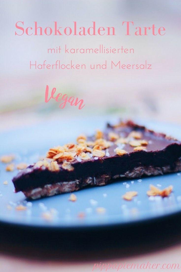 Rezept für eine vegane Schokoladen Tarte mit Meersalz und karamellisierten Haferflocken. Sehr schokoladig und nicht zu süß, perfekt als Dessert geeignet oder zu einem Glas Rotwein.