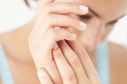 Rimedi a base di prodotti naturali per eliminare le macchie delle mani