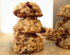 Cookies cu fulgi de ovaz, banane si curmale. Reteta de post, fara zahar.   Oatmeal, dates and banana cookies! No sugar and vegan recipe.