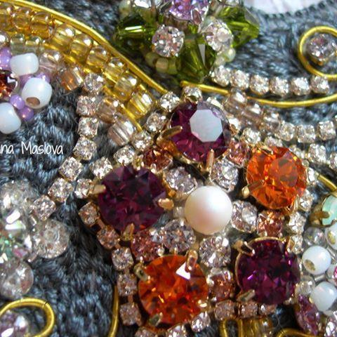 Еще немного деталей . Стразы Swarovski, японский бисер, хлопковые французские нити   #swarovski#dmc#brooch#handemroidery#beads#embroidery#стразы#бисер#вышивка#брошь#ручнаявышивка#ручнаяработа#цветы