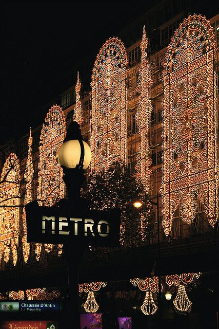 Christmas in Galeries Lafayette, #Paris  metro HAHA