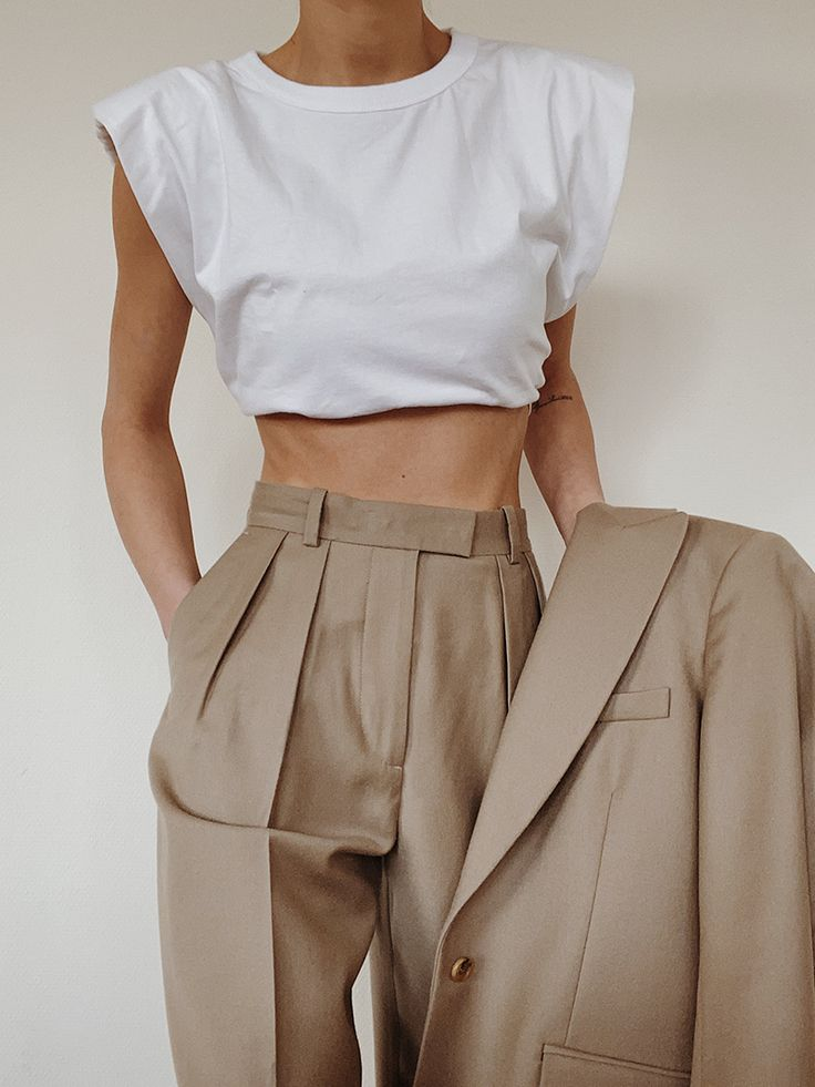 Source by trends 2020 spring summer casual Fashion 90s, Fashion Mode, Minimal Fashion, Look Fashion, Fashion Outfits, Womens Fashion, Fashion Design, Minimal Chic, Minimal Clothing
