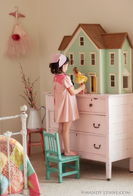 oh.... if this doesn't make me want to paint her dresser pink & her dollhouse green.... I just don't know what does.  hmm....