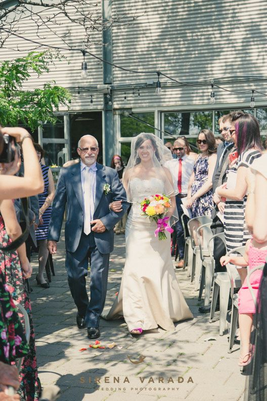Walking down the aisle at Les Eclusiers par Apollo by Sirena Varada Montreal Wedding Photography.