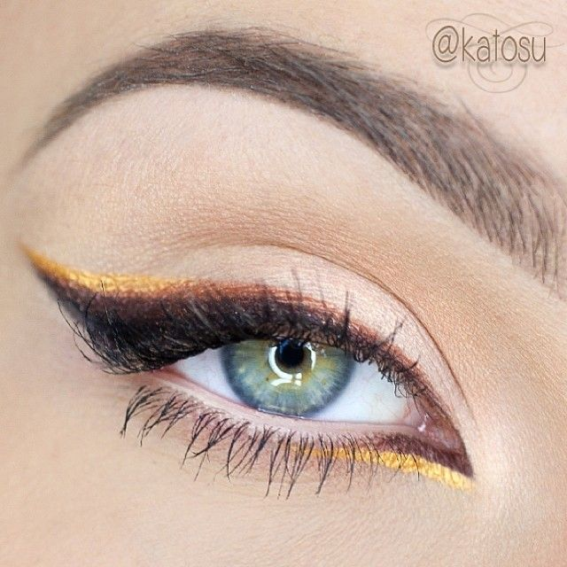 Using gold eyeliner is a perfect way to add brightness on your eyes!