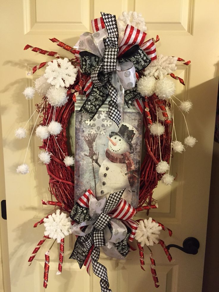 Christmas snowman wreath from Southern and Sassy Door Decor and More on Facebook