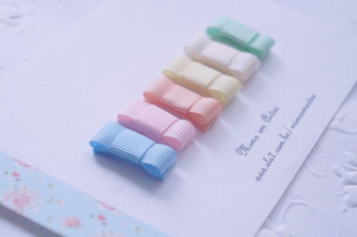 Mini Tic Tac <br> <br>Laço mede 3cm X 1cm. <br> <br>O valor refere-se ao kit com 6 laços. <br>Podendo ser vendido separadamente,. <br>cores do anúncio: <br>azul bb <br>rosa bb <br>salmão <br>amarelo bb <br>bege <br>verde bb <br> <br>Consulte nosso mostruário com outras cores disponíveis para este produto no link abaixo (Mostruário de estampas, tecidos e cores), código 2AB27. <br> <br>Ao comprar informe a cor ou número da cor desejada.