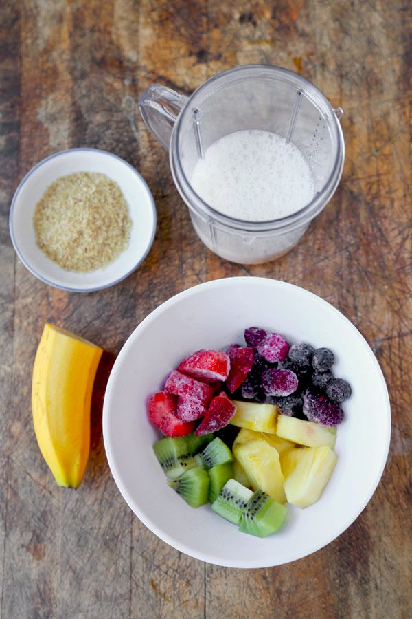 The secret to beauty is in the smoothie! Make this easy Fruit Smoothie every morning to keep your skin hydrated, plump and glowing with happiness!