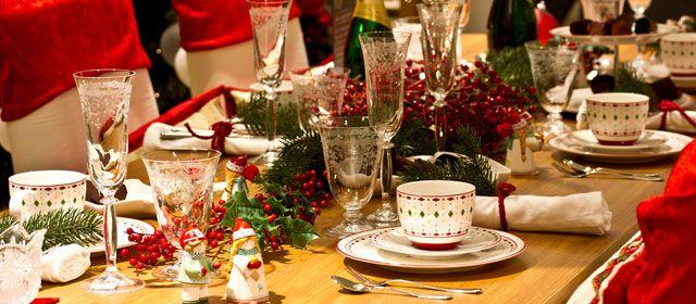 Hoy te contamos cómo decorar la mesa de Navidad de forma práctica y funcional con un resultado impresionante. ¡Dejarás a tus invitados con la boca abierta!