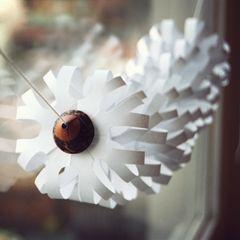 {DIY snowflake garland}