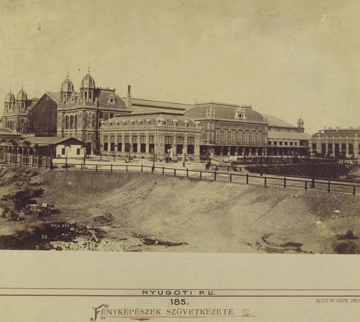 1877, Vas utca (Eisen Gasse), azaz a mai Teréz körút. A képen látható adatok szerint 4 nappal a Nyugati pályaudvar átadása előtt. A Nagykörút terézvárosi része a Nyugati előtt még a legjobb esetben is csak