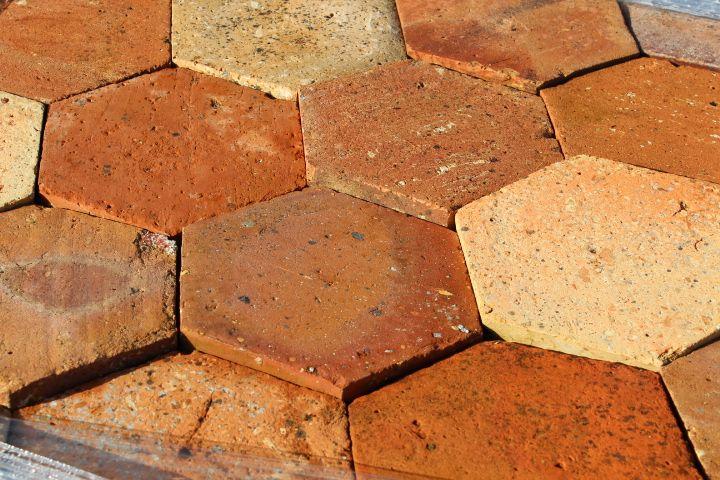Carrelage ancien hexagonal en terre cuite 16 et 21cm for Carrelage tomette rouge